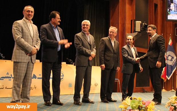 تقدیر از مدیرعامل ایران کیش به پاس خدمات نوین و دانشبنیان