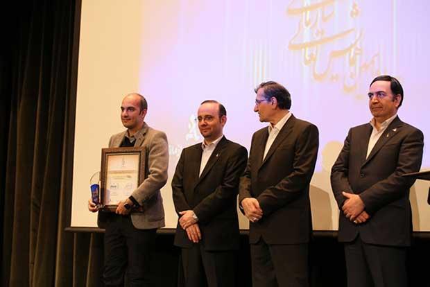 علی سیروس کبیری به نمایندگی از شرکت کارت اعتباری ایران کیش گواهی 2 ستاره جایزه ملی تعالی سازمانی را دریافت کرد.
