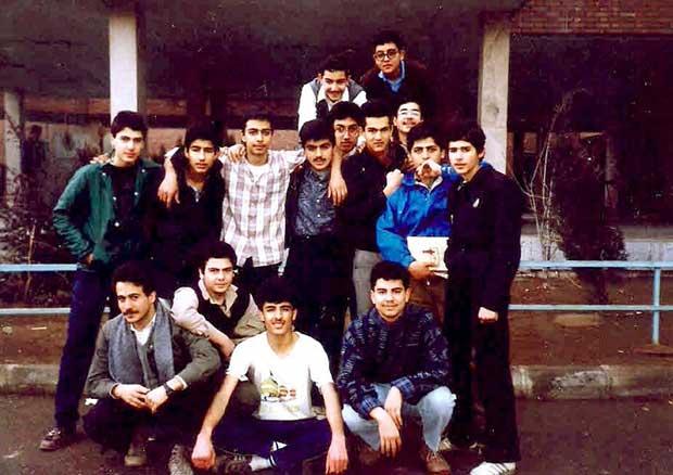 شهاب جوانمردی نوجوان در میان همکلاسیهایش