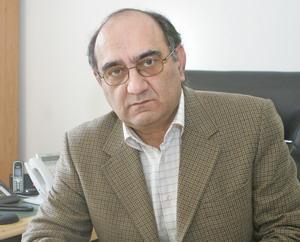 محمد تقی چهرودی سال 89 پس از 18 سال فعالیت در بانک ملی بازنشسته شد