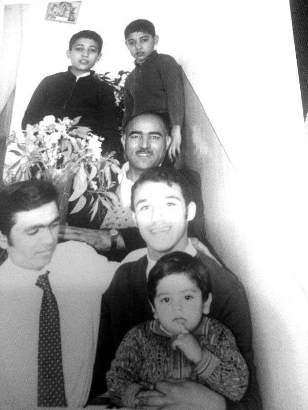 کودکیاش در یک خانواده کلاسیک تهرانی گذشته است
