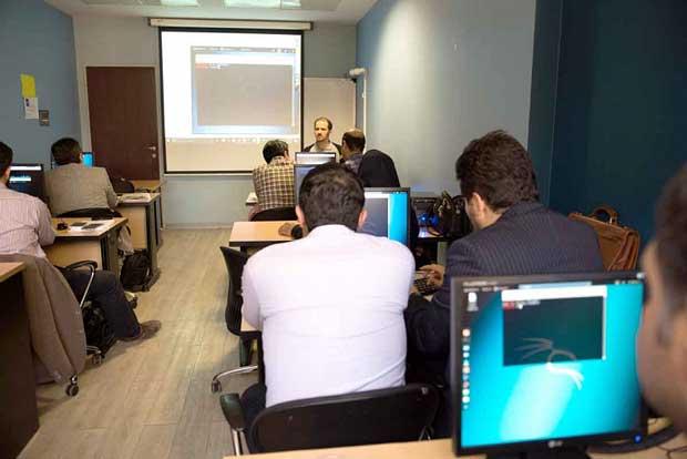 آموزشگاه ارژنگ در فاصلهای نزدیک به رمیس سودای فعالیت در خارج از مرزهای ایران را دارد.
