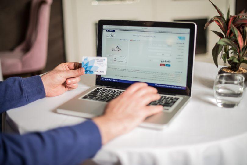 اولین درگاه پرداخت اینترنتی در ایران را سپ راهاندازی کرد.