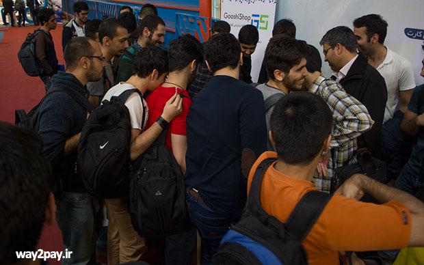 پنجمین نمایشگاه کار شریف یکشنبه 16 اسفندماه کارش را با حضور تعداد زیادی از شرکتهای صنعت فناوری اطلاعات بانکی و پرداخت شروع کرد