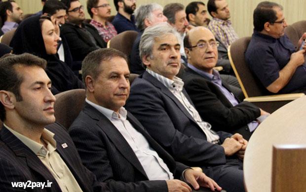 اولین نفر، کنار دست راست محسن قادری دکتر علی کرمانشاه است