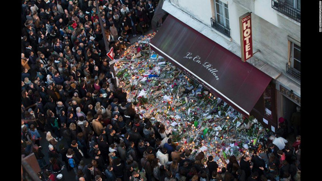 سوگواری پس از حادثه بزرگ تروریستی در پاریس که منجر به مرگ ۸۹ نفر شد.