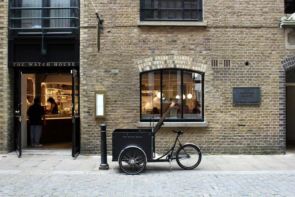کافه واچ هاوس در لندن که پول نقد نمیپذیرد