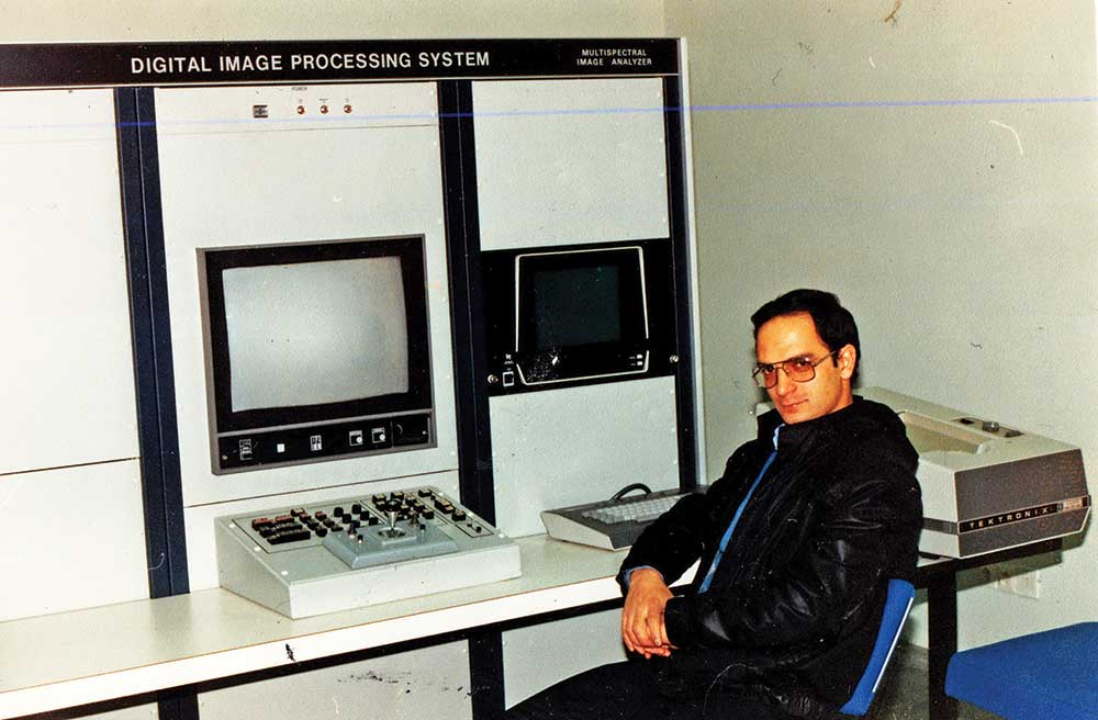 مسعود مرتضوی در طرح سازمان برنامهوبودجه با موضوع استفاده از ماهواره برای دریافت اطلاعات منابع زمینی