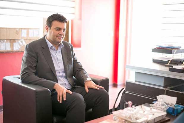 مجید علیمرادپور میگوید یکی شدن بخشهای فروش به رضایت مشتریان کمک شایانی کرده است.