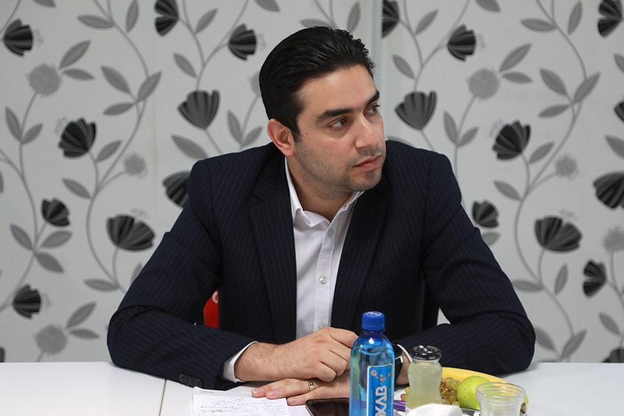 امیر لعلی، مدیر سابق امور بازاریابی و ارتباطات بانک صادرات و بنیانگذار ماهنامه قلک